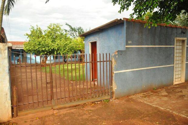 Na Capital, mulher leva seis tiros no portão de casa e ex-marido é principal suspeito