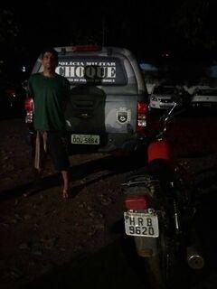 Com mais de 10 passagens policiais, homem é preso com moto furtada