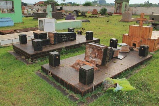 Vândalos invadem cemitério e danificam túmulos em Itaporã