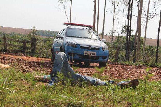 Corpo de jovem morto com seis tiros é encontrado em estrada vicinal