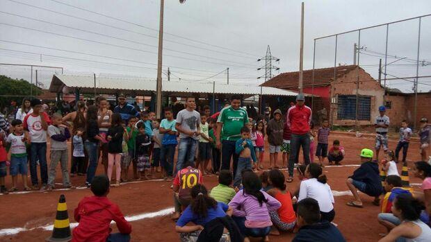 Grupo de amigos pede ajuda para doação de brinquedos em ação social no Dalva de Oliveira