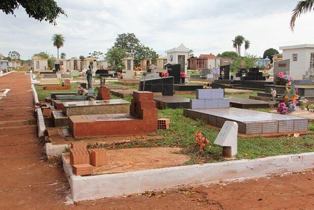 Prefeitura prepara cemitérios municipais para visitação no dia dos finados