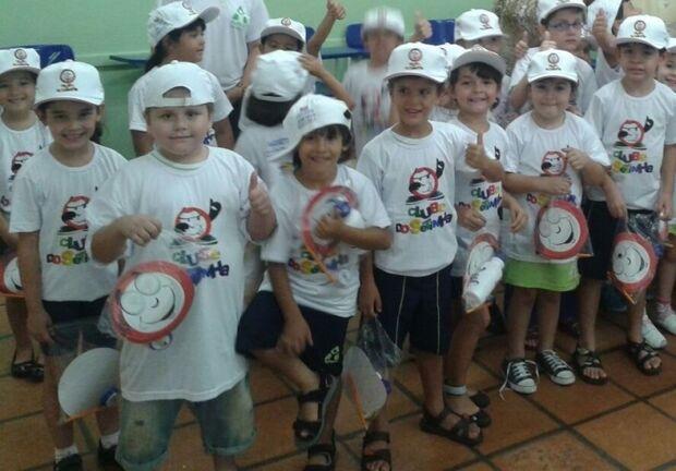 Alunos do centro de educação infantil Laura Rodrigues de Oliveira recebem Clube do Setinha