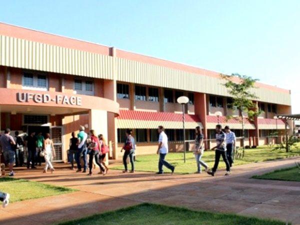 Técnicos administrativos da UFGD entram em greve nesta segunda-feira