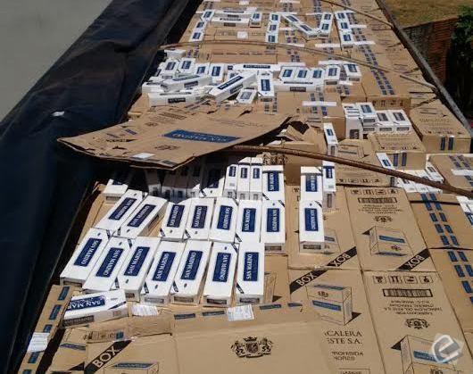 Polícia apreende carreta carregada com cigarros contrabandeados