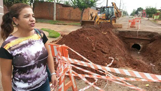 Prefeitura mente e técnicos não aparecem para cobrir cratera no Nova Lima