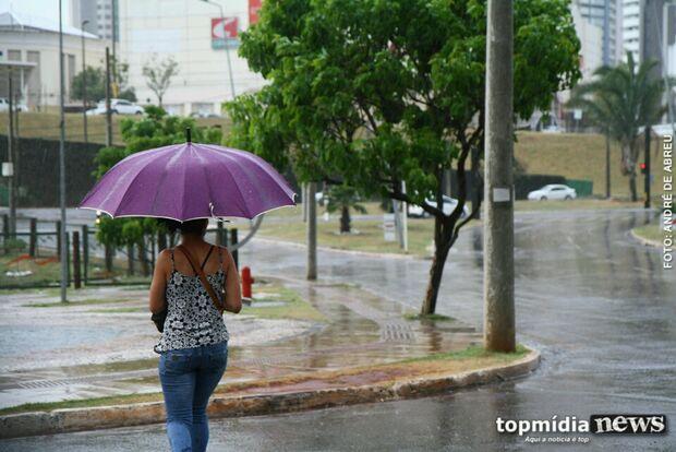 Acompanhada de queda de temperatura, chuva deverá ficar na Capital até a próxima quarta-feira