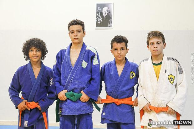 De olho no Pan, garotos superam limites e representam MS no Brasileiro de Judô