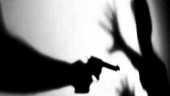 Ladrão 'educado' aponta arma, leva celular e tablet de jovens e na saída diz: 'obrigado'