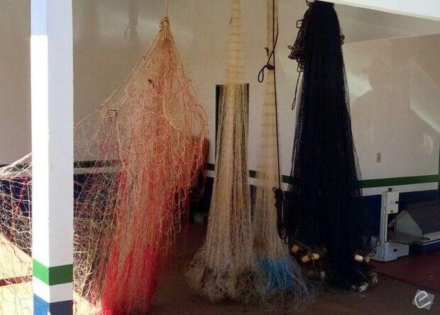 PMA apreende tarrafas, redes de pesca, e retira 67 anzóis de galho do rio Coxim