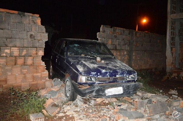 Motorista perde controle e colide em muro de olaria em Coxim