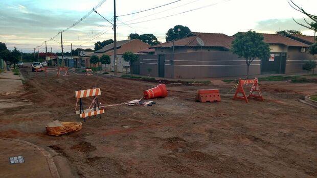 Prefeitura fecha cratera no bairro Nova Lima