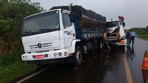Falta de freios pode ter causado colisão entre caminhões na MS-276