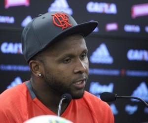 Flamengo enfrenta Santa Cruz para se manter na briga do título