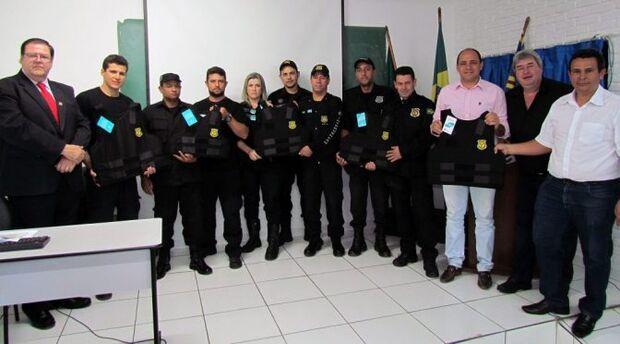 Governo entrega 150 coletes multiameaças a agentes penitenciários de MS