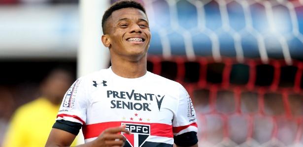 Com gol de novo xodó, São Paulo bate Ponte e se afasta da zona de perigo