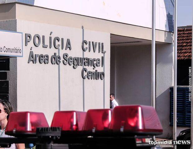 Em plena luz do dia, mulher tem caminhonete roubada em estacionamento de clínica no centro