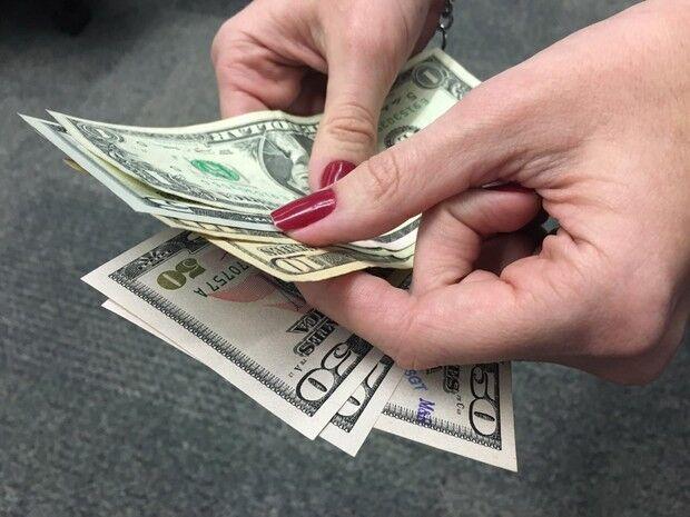 Dólar chega perto de R$ 3,12 e fecha no menor valor desde julho de 2015