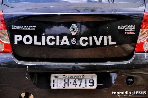 Idoso ameaça policiais dizendo 'ser da fronteira' ao tentar livrar o filho preso