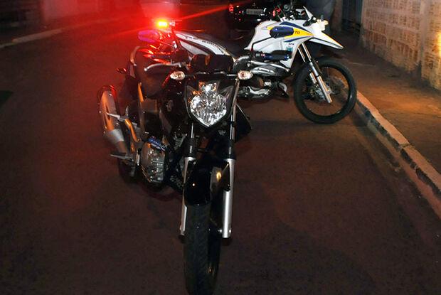 Ao atravessar rua, menina de 12 anos é atropelada por motociclista