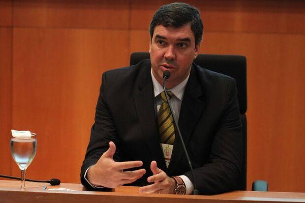 Reforma administrativa será para reavaliar contratos e não extinguir secretárias, garante Riedel