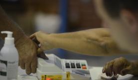 Eleitor que não votou nem justificou no 1º turno pode ir às urnas no domingo