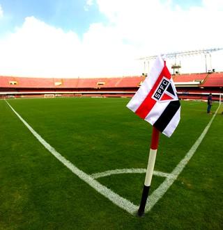 No aniversariante Morumbi, São Paulo encara a irregularidade e o Flamengo