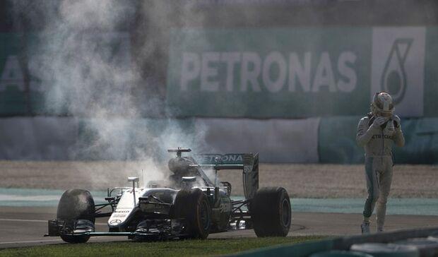 """Lauda não aceita fala de Hamilton sobre sabotagem: """"Está chateado"""""""