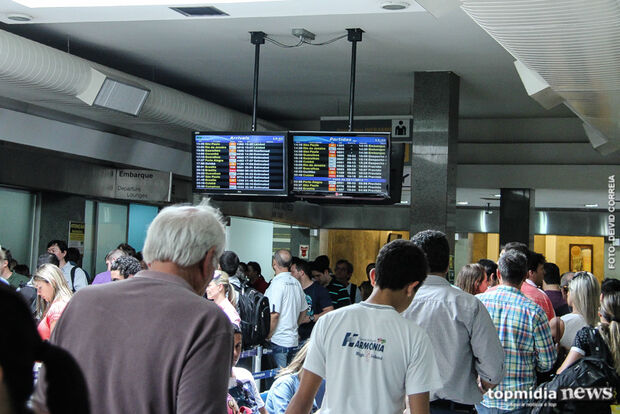 Aeroporto opera com cinco voos nesta quinta-feira