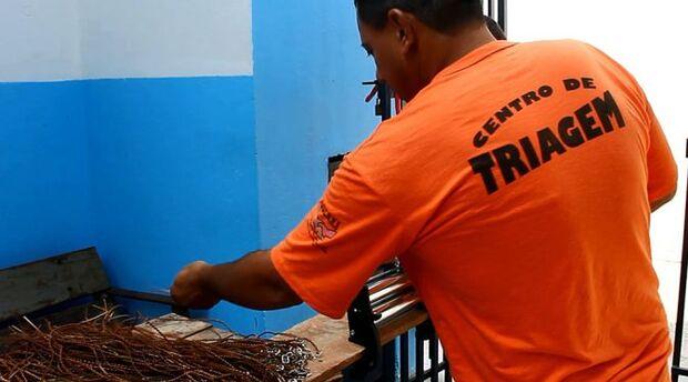 Produção de artefatos em couro é opção de trabalho remunerado a reeducandos do Centro de Triagem