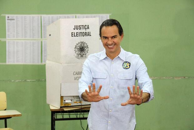 Confiante, Marquinhos registra voto sem pensar em segundo turno
