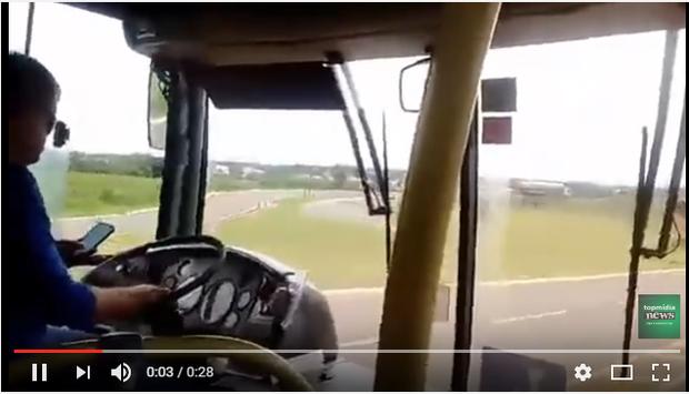 Motorista de ônibus é flagrado no celular enquanto dirige em BR da Capital