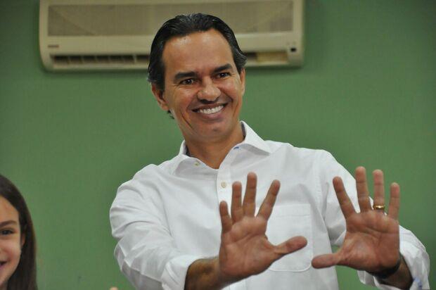 Marquinhos vota confiante e fala em campanha limpa