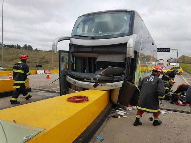 Acidente com ônibus de romeiros da Capital deixa 18 feridos no interior de SP