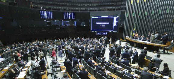 Câmara aprova PEC dos gastos públicos em primeiro turno