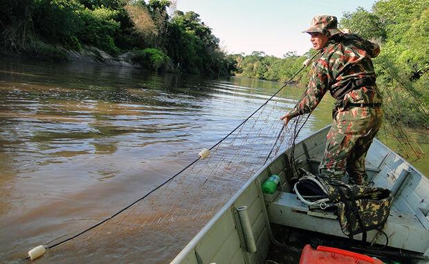 Em ação pré-piracema, PMA tenta coibir pesca predatória no MS