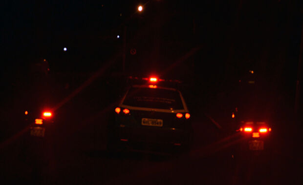 Briga entre locatária e inquilinos termina em confusão, e até policial leva tapa na cara