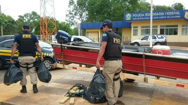 Dupla disfarçada de pescadores é presa ao transportar 95 quilos de maconha na BR-267