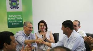 Reinaldo Azambuja anuncia reajuste de 5,92% para professores da Rede Estadual