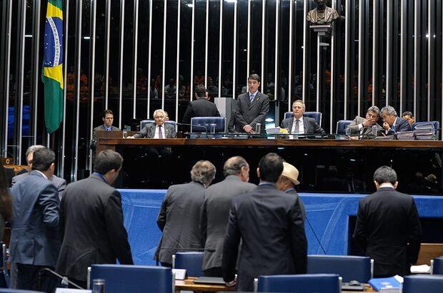 Trancada por MP, pauta do Plenário tem PEC da reforma política