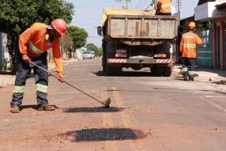 Equipe de Tapa-buraco trabalha em 83 ruas da Capital