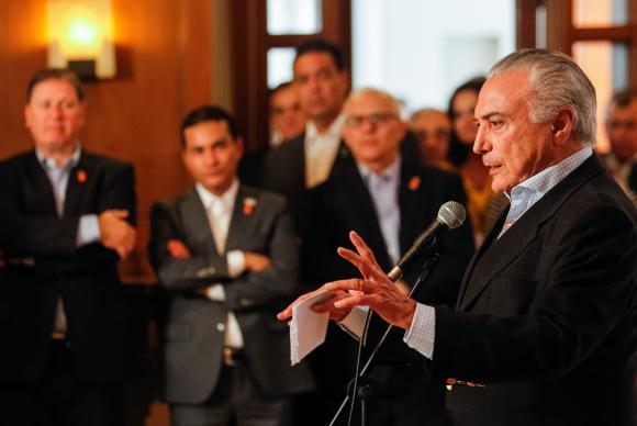 'Brasil começa a entrar nos trilhos', diz Temer em reunião de cúpula do Brics