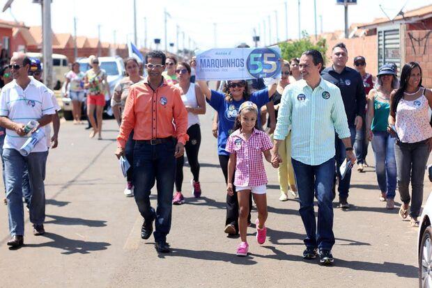 Candidato do PSD recebe apoio e solicitações durante caminhada no Caiobá II