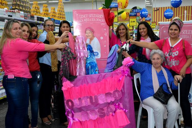 Lenços para pessoas com câncer podem ser doados até o dia 31 nas lojas do Comper
