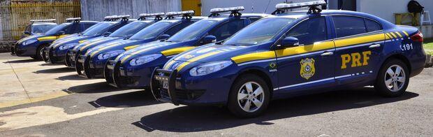 Homem é detido ao transportar 14 galos em condições de maus-tratos na BR-262