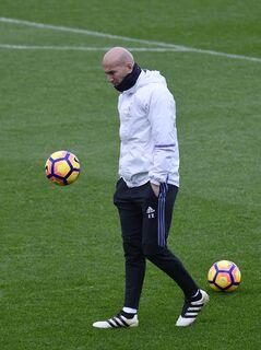 Zidane considera pedido de James, mas avisa que nada vai mudar no Real