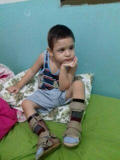 Justiça nega pedido para criança com paralisia cerebral e família pede ajuda