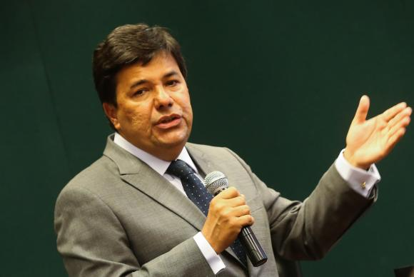 Ministro defende PEC do Teto e diz que Brasil não pode virar Grécia ou Rio