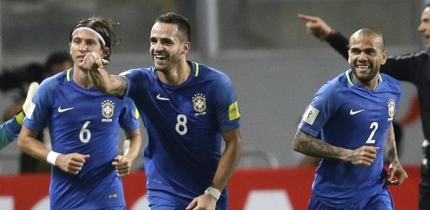 Brasil vence Peru, dispara na liderança e encaminha vaga na Copa-2018