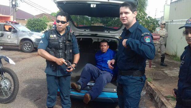 Trio faz família refém, é surpreendido pela polícia e um morre em troca de tiros